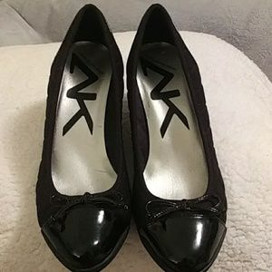 Anne Klein quilted black shoes